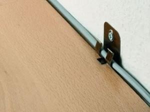 sockelleisten-clip-fuer-unsichtbare-befestigung